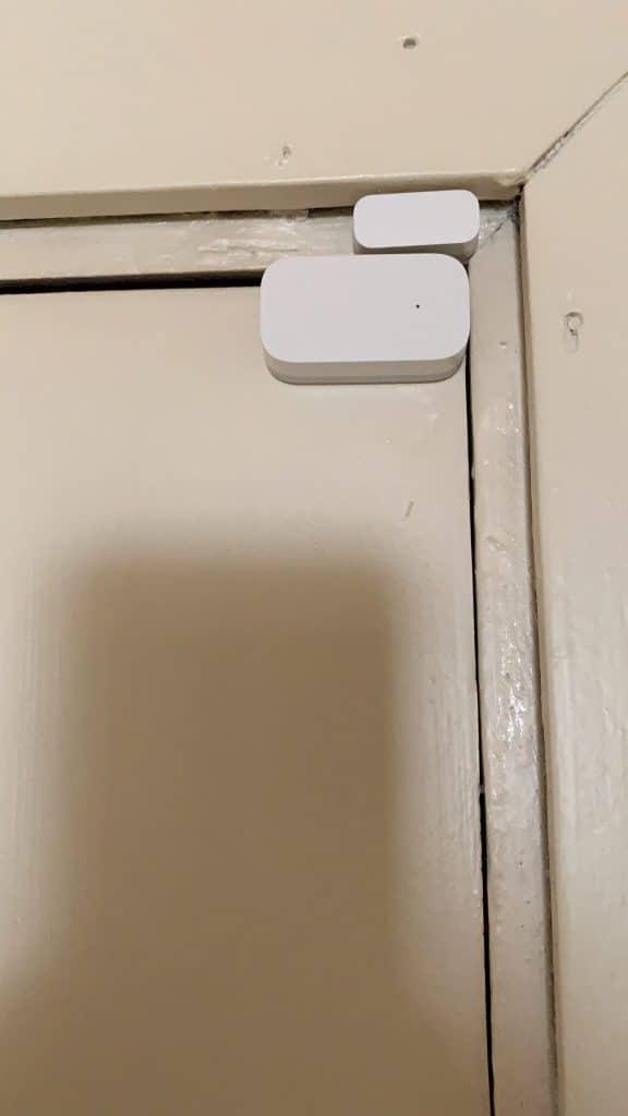 Sensor de Puerta de Aqara instalado